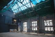 Sanierungsarbeiten im leeren Theaterraum