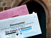 Wahlamt eingerichtet: Ab 14. August können Wahlberechtigte im Marburger Rathaus in Wahlkabinen ihre Erst- und Zweitstimme für die Bundestagswahl abgeben oder die Briefwahlunterlagen abgeben. Der Antrag auf Briefwahl ist ab Montag außerdem schriftlich mögl