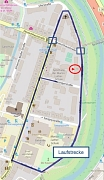 In blau ist der Streckenverlauf des Stadtlaufs dargestellt. Blaue Kästchen kennzeichnen Querungsstellen. In rot ist das Wahllokal vermerkt.