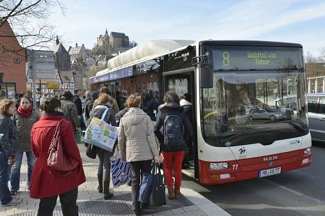 Der Busfahrplan für die Zeit der Vollsperrung der Weidenhäuser Brücke ist fertig.©Georg Kronenberg