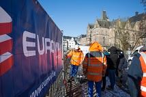 Weidenhäuser Brücke: Bauarbeiten an Tag 2 - die Liebesschlösser und Geländer werden entfernt