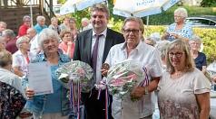 Bürgermeister Wieland Stötzel (2.v.l.) und Stadtverordnetenvorsteherin Marianne Wölk (rechts) ehrten Hannelore Blanke mit dem Landesehrenbrief und Achim Sieber mit dem Historischen Stadtsiegel.