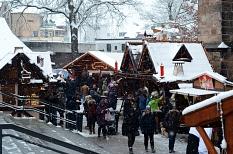 Weißer Weihnachtsmarkt: Am ersten Adventswochenende herrschte neben dem Schneetreiben auch ein reges Treiben auf den Weihnachtsmärkten der Stadt.©Nadja Schwarzwäller, i.A. der Stadt Marburg