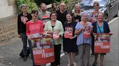 Stadträtin Kirsten Dinnebier (vorne 2. v. r.) stellte mit den Beteiligten das diesjährige Programm zum Weltkindertagsfest vor.