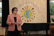 Stadträtin Kirsten Dinnebier eröffnete das 25. Marburger Weltkindertagsfest.