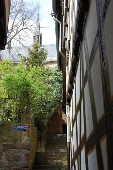 Wendelgasse mit Lutherischer Pfarrkirche im Hintergrund©Universitätsstadt Marburg