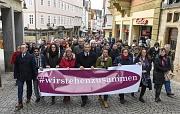 """""""Wir stehen zusammen!"""" – unter diesem Motto hat Oberbürgermeister Dr. Thomas Spies (5.vl.) den Demonstrationszug mit weiteren Vertretern der Politik und Stadtgesellschaft angeführt."""