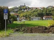 Stellplatz Amöneburg mit Schild und Burg im Hintergrund
