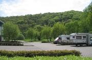 Stellplatz in Bad Endbach mit drei Wohnmobilen