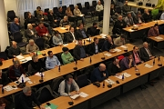 """Etwa 80 Menschen füllten den Stadtverordnetensitzungssaal zum Runden Tisch """"Bezahlbarer Wohnraum""""."""
