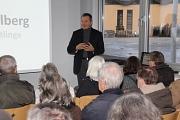 Oberbürgermeister Dr. Thomas Spies informierte die Bürgerinnen und Bürger vor vollem Haus über die neue Anlaufstelle für Flüchtlinge in Gisselberg.