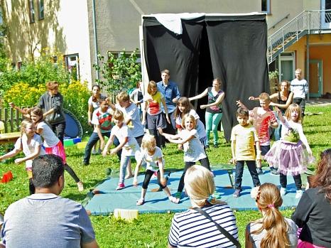 13 Kinder im Alter von sechs bis zwölf Jahren, darunter auch Kinder mit unterschiedlichen Einschränkungen, haben an vier Tagen ein buntes Programm auf die Beine gestellt.©Julia Burk - Inklusion bewegt