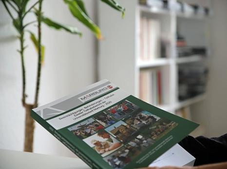 Der zweite Teilhabebericht kann auch als Druckversion bei der Universitätsstadt Marburg angefordert werden.©Simone Schwalm, Stadt Marburg